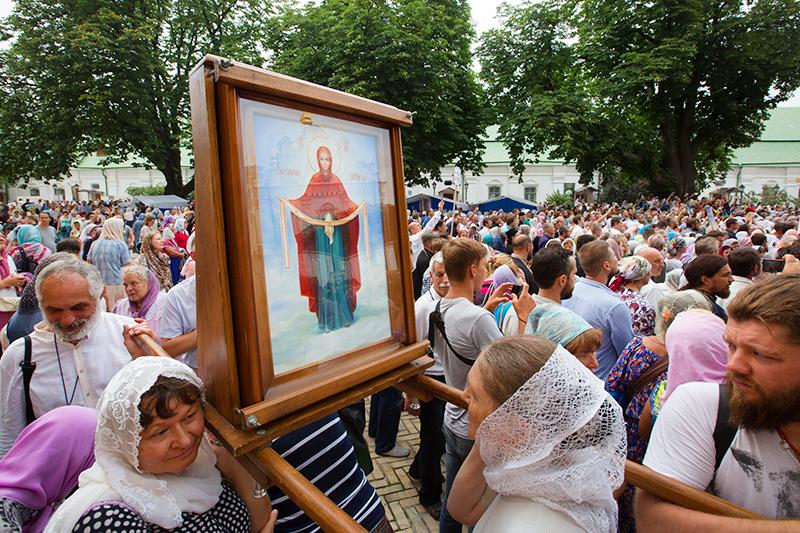 Участники Крестного хода в Киеве