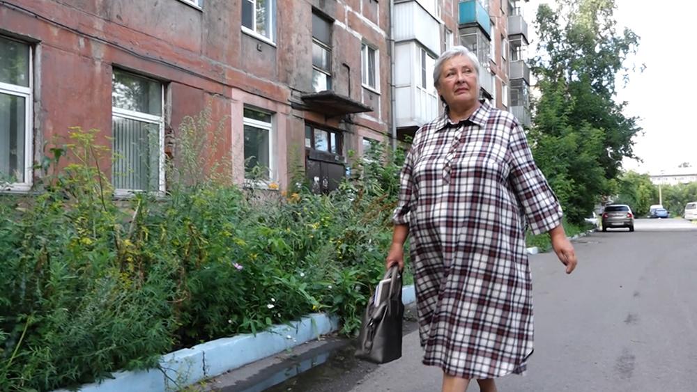 Спасшая выпавшего из окна ребенка Светлана Санарова