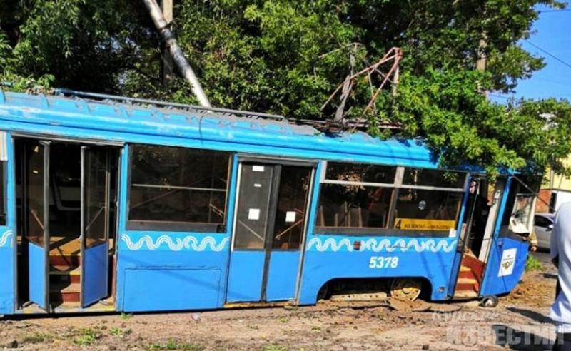 Трамвай сошел с рельсов в Курске