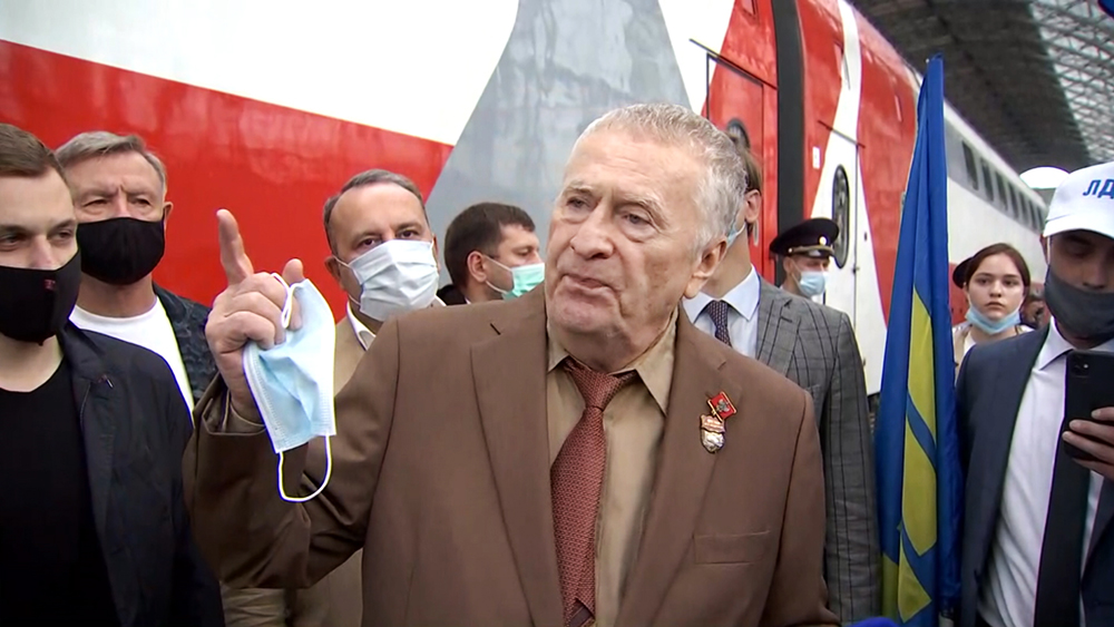 Владимир Жириновский на вокзале