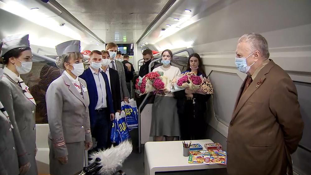 Владимир Жириновский поздравляет сотрудников РЖД