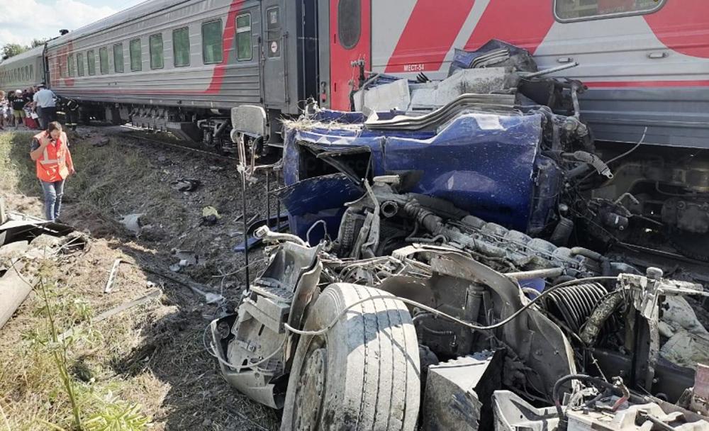Столкновение поезда с грузовиком под Калугой
