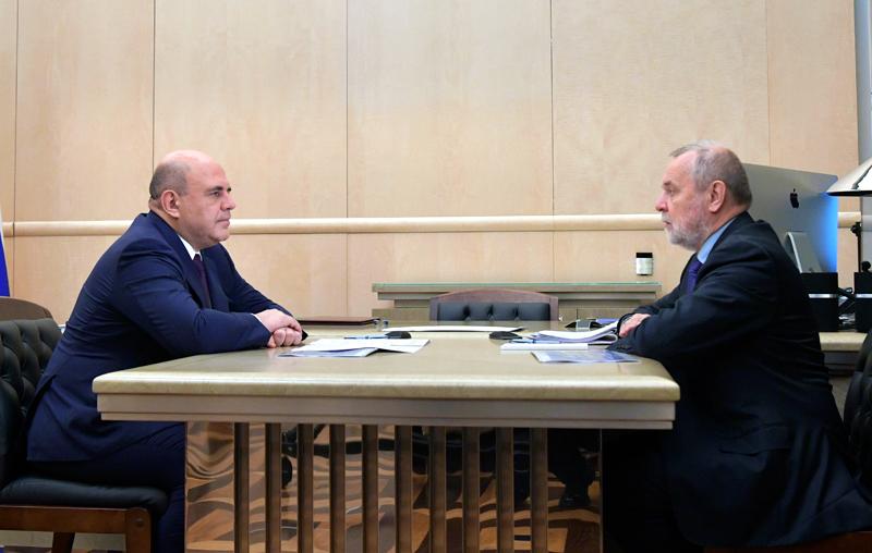 Михаил Мишустин и председатель правления Пенсионного фонда России Андрей Кигим