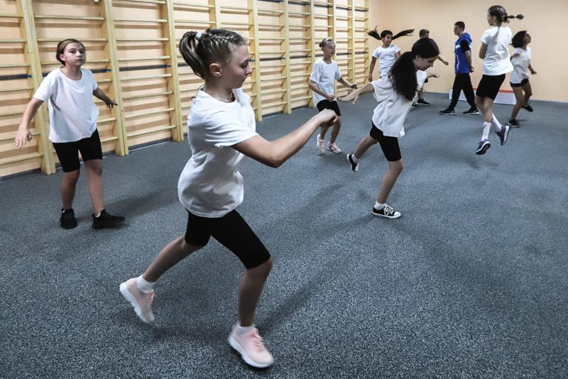 Занятие хореографией в школе