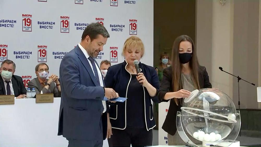 Жеребьевка в ЦИК по определению мест партий в избирательном бюллетене
