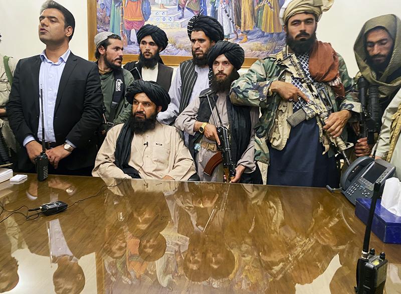 """Талибы (движение """"Талибан"""" (запрещено в РФ) заняли президентский дворец в Кабуле"""
