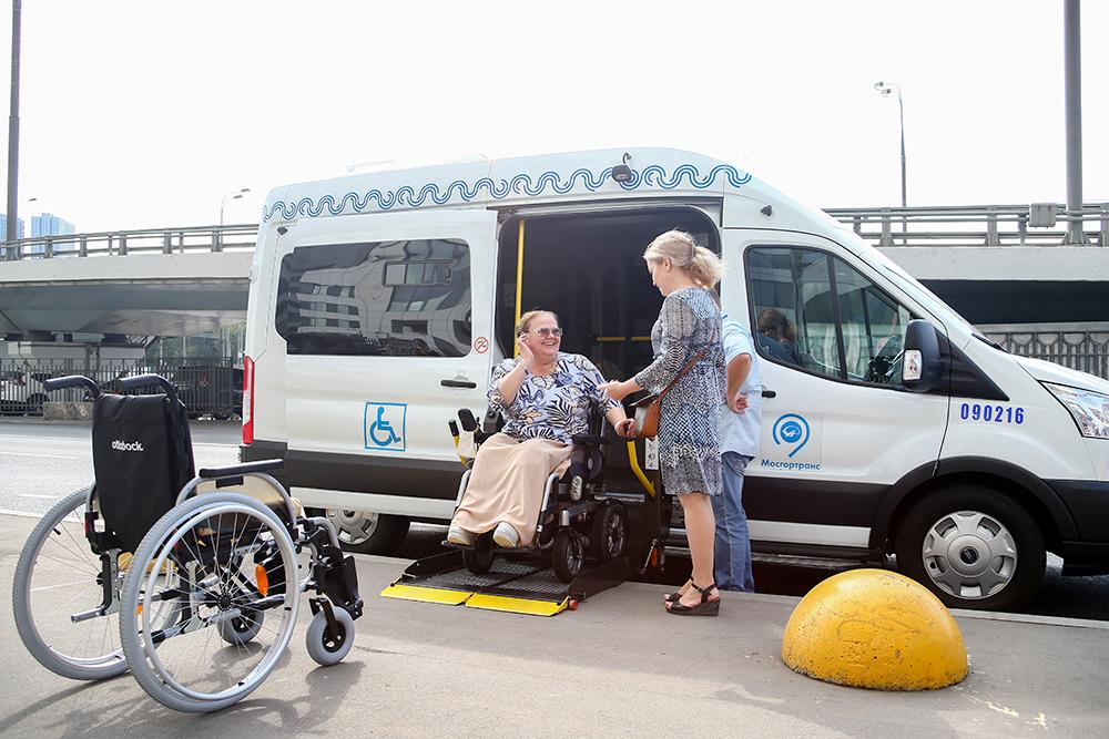 Инвалиды в общественном транспорте