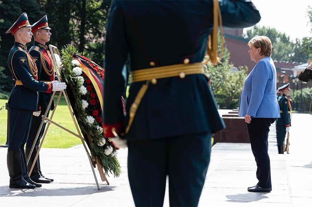 Ангела Меркель у Могилы Неизвестного Солдата