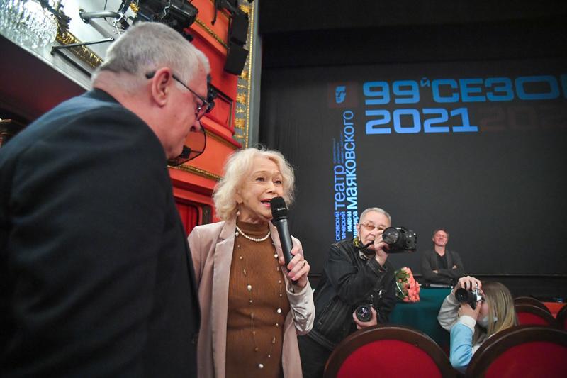 Сбор труппы Московского академического театра имени Маяковского в преддверии открытия нового сезона