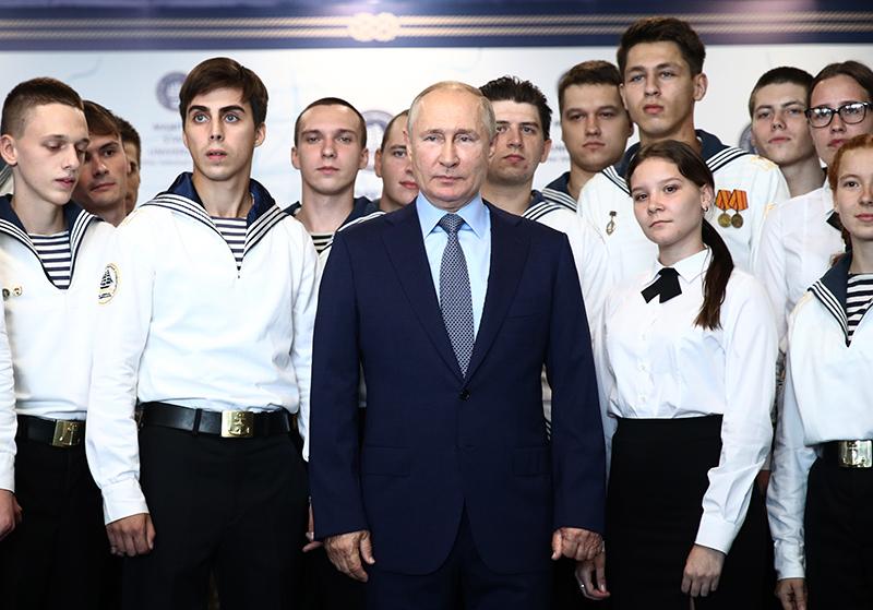 Владимир Путин посетил Дальневосточный морской тренажёрный центр