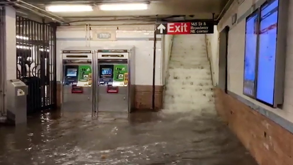Потоп в метро Нью-Йорка