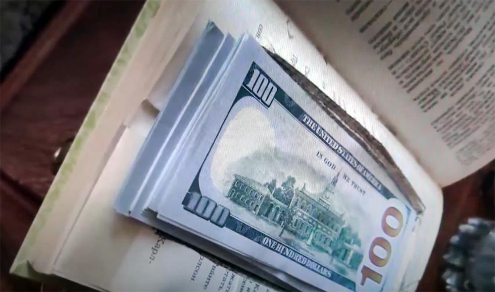 Доллары в книге