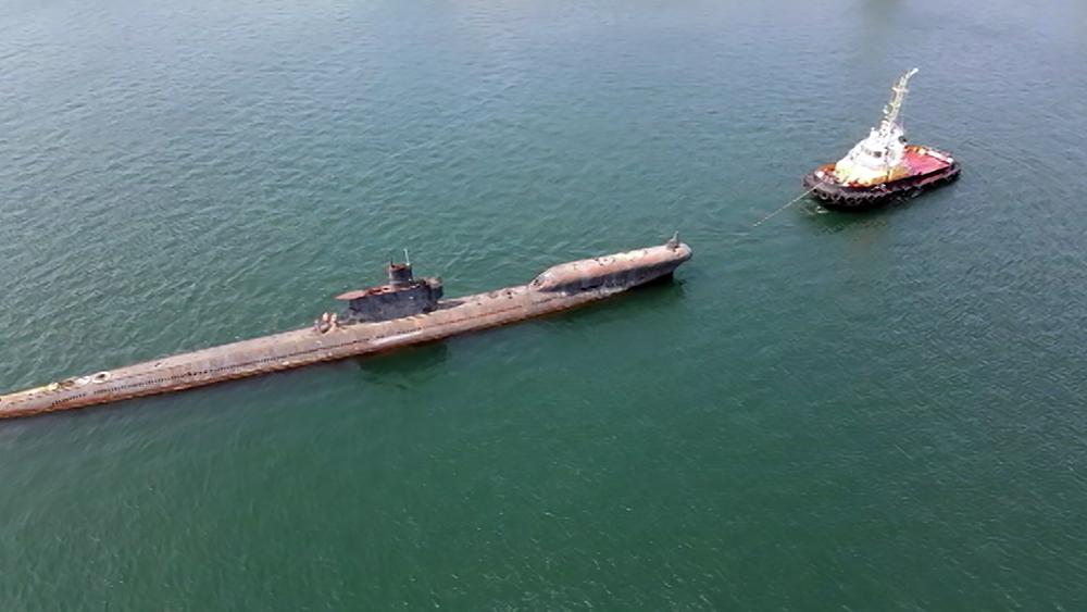 Транспортировка подводной лодки в Балаклавскую бухту
