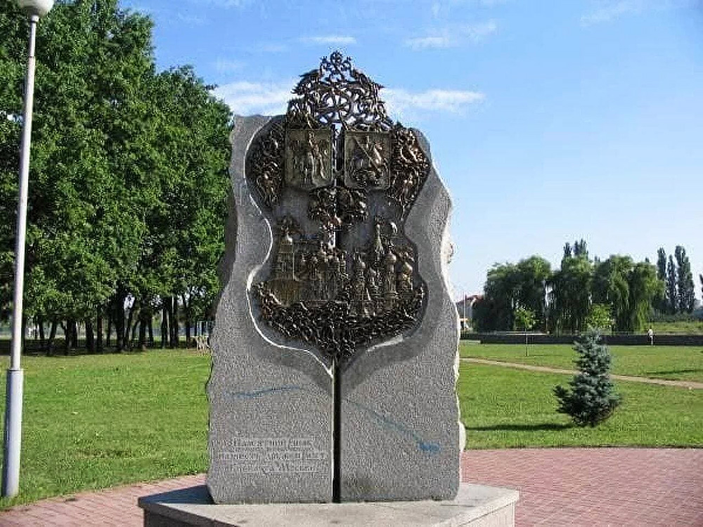 Памятник дружбе с Москвой в Киеве