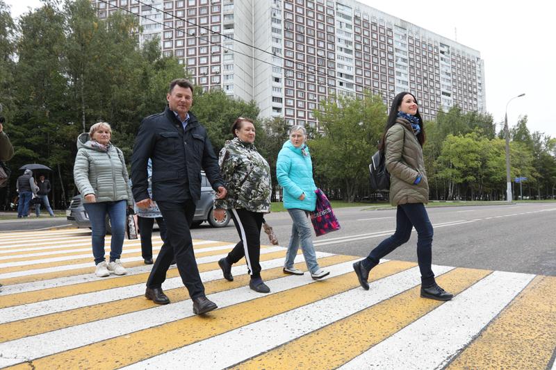 Открытие нового пешеходного перехода в Ясенево с участием депутата Госдумы Романа Романенко