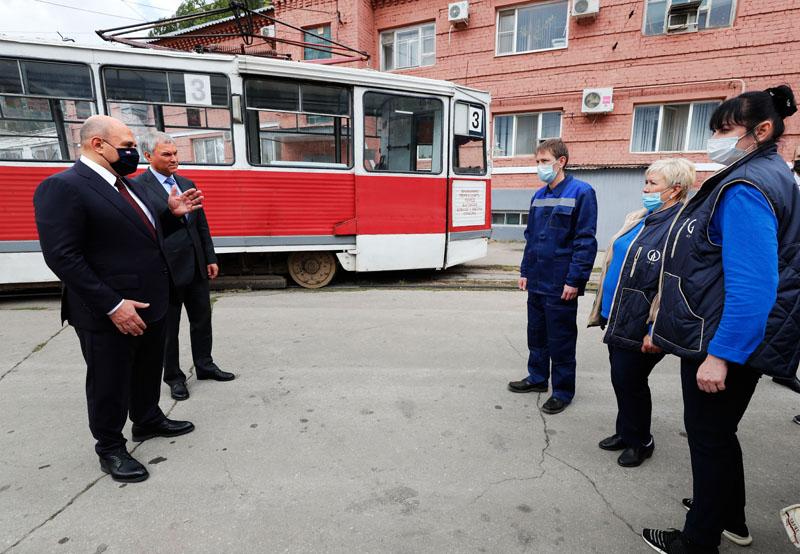 Михаил Мишустин во время посещения трамвайного депо Кировского района Саратова