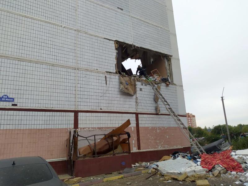 Момент спасения девочки из разрушенной квартиры в Ногинске