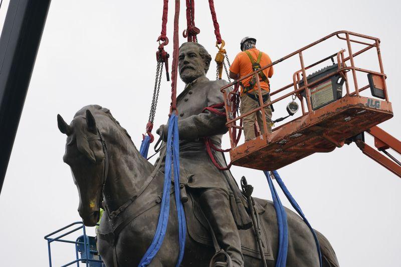 Демонтаж памятника Роберту Эдварду Ли