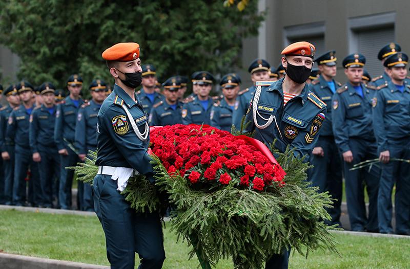 Сотрудники МЧС на церемонии прощания с главой МЧС Евгением Зиничевым