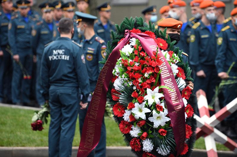 В Москве проходит церемония прощания с трагически погибшим во время учений в Норильске главой МЧС Евгением Зиничевым