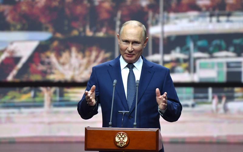 Владимир Путин выступает на торжественном мероприятии, посвящённом Дню города Москвы