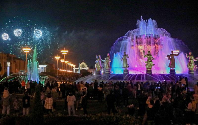 Праздничный салют в честь 874-й годовщины основания Москвы