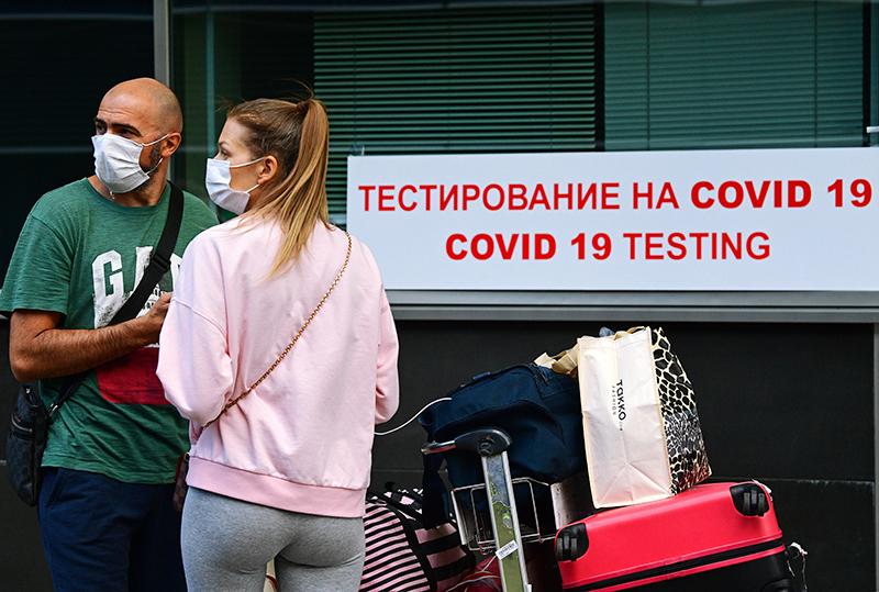 Тестирование на коронавиру в аэропорту