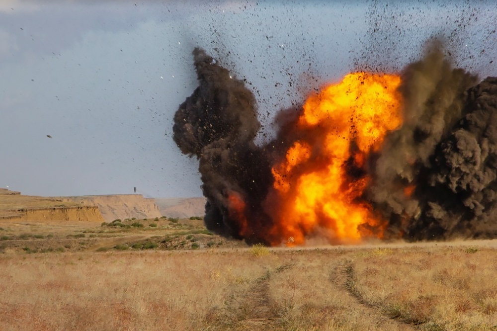 Подрыв старых боеприпасов в Крыму