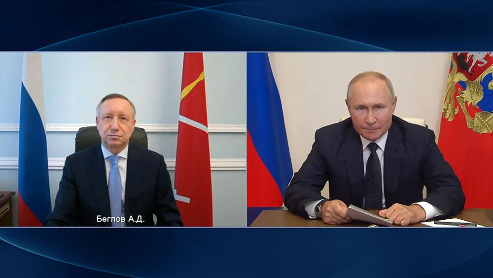 Владимир Путин и Александр Беглов общаются по видеосвязи