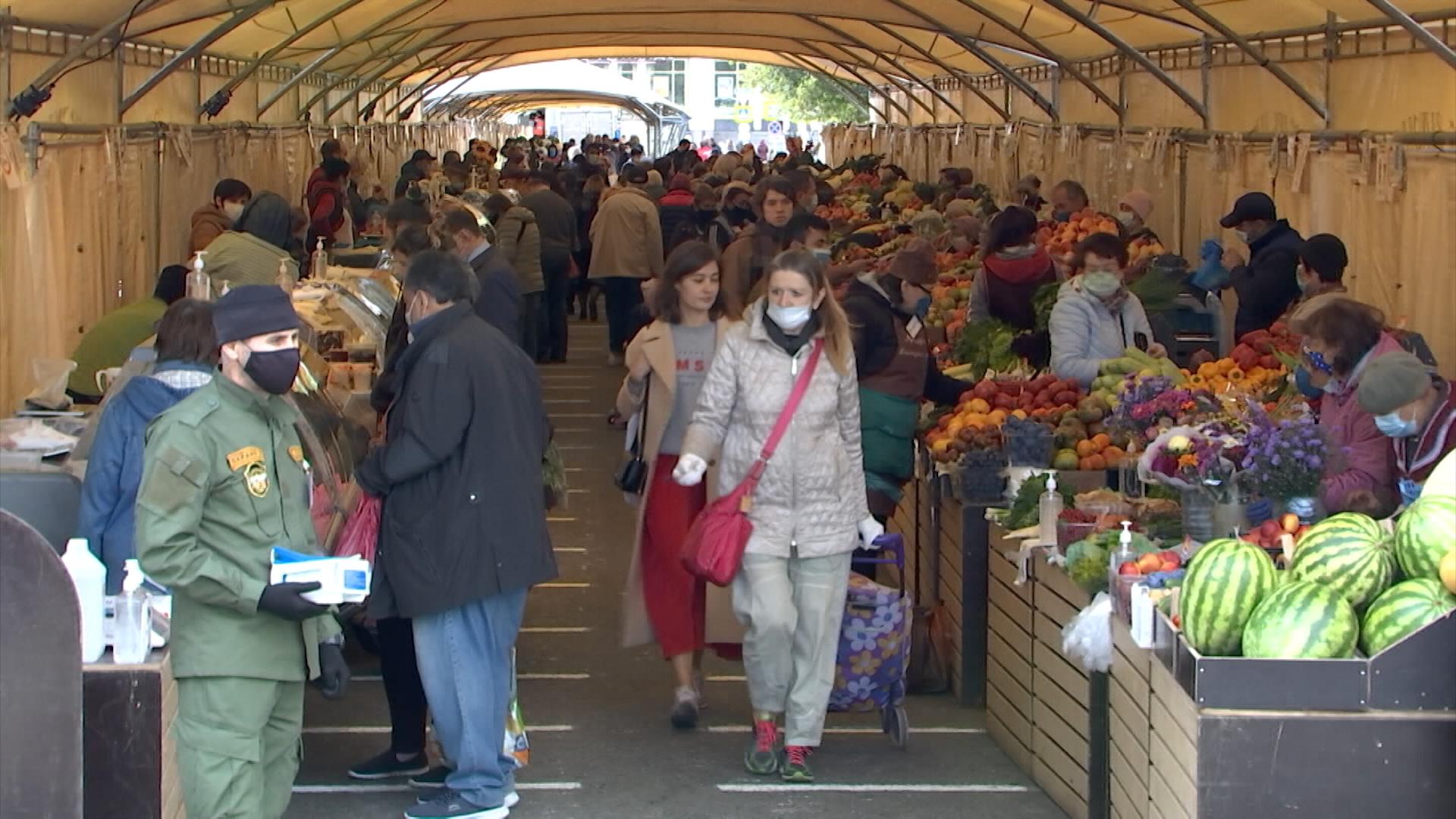 Покупатели на рынке