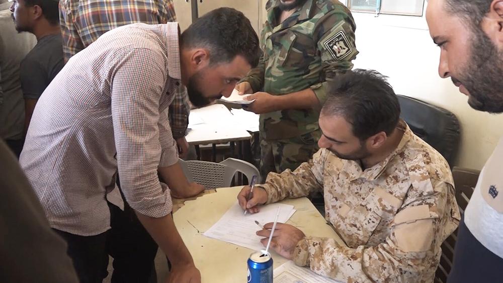 Боевики сдают оружие в Сирии