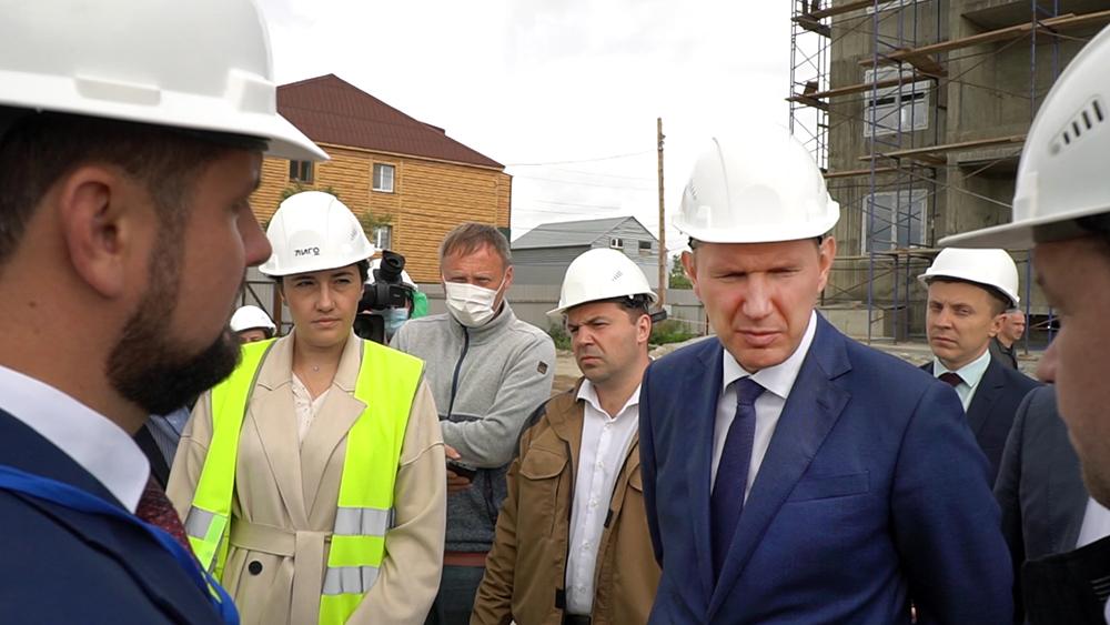 Максим Решетников осмотрел ход строительства жилья