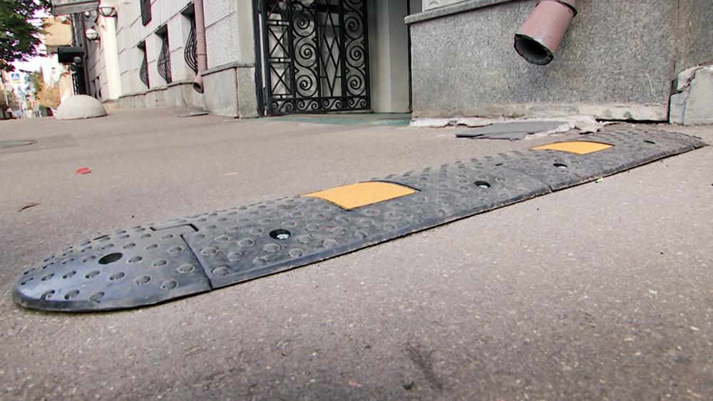 """""""Лежачий полицейский"""" на тротуаре"""