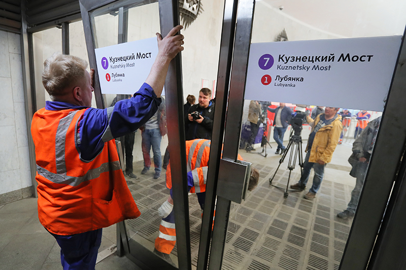 Установка дверей в метро