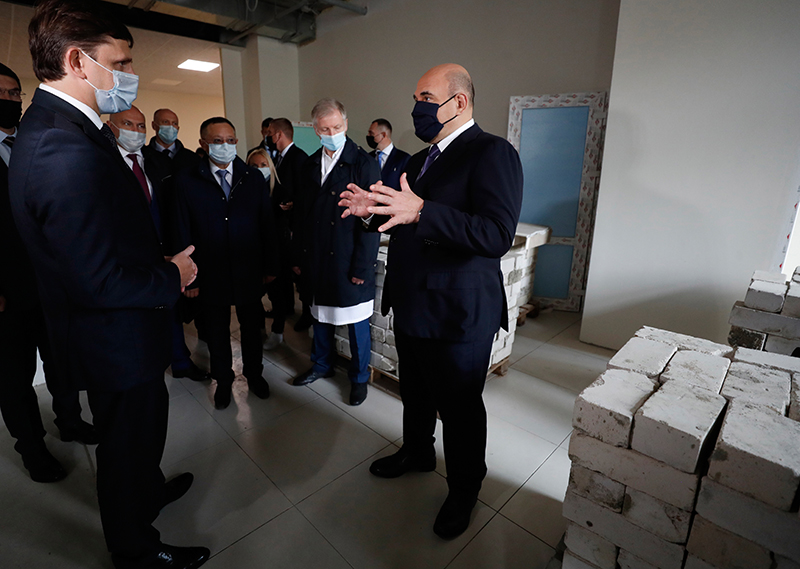 Михаил Мишустин осмотрел строительство медцентра Орловской областной