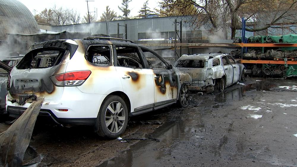 Последствия пожара в автосервисе