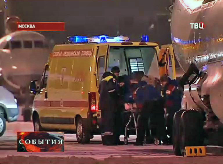 Скорая помощь в аэропорту принимает тяжелораненых