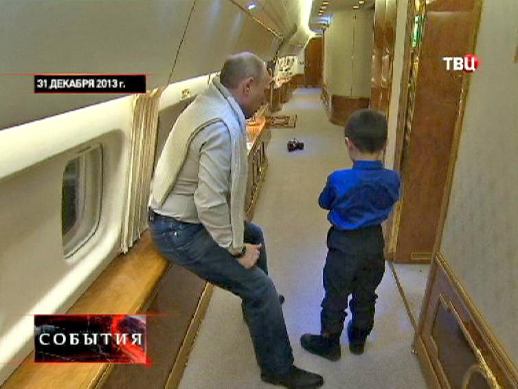 Владимир Путин вручил младшему сыну Ирины подарок - машинку