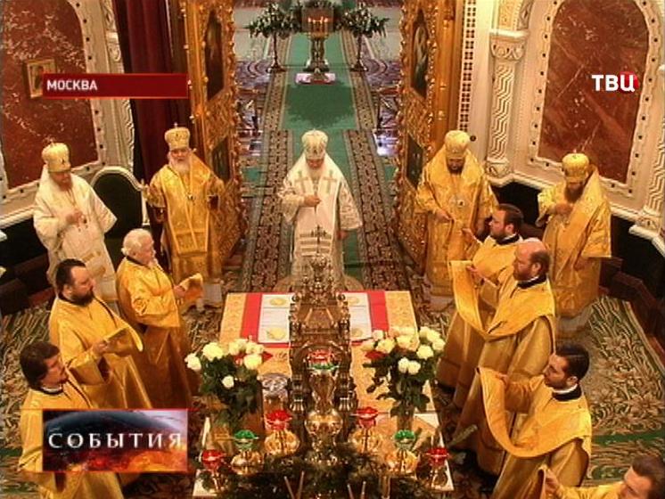 Патриарх Кирилл проводит торжественное рождественское богослужение