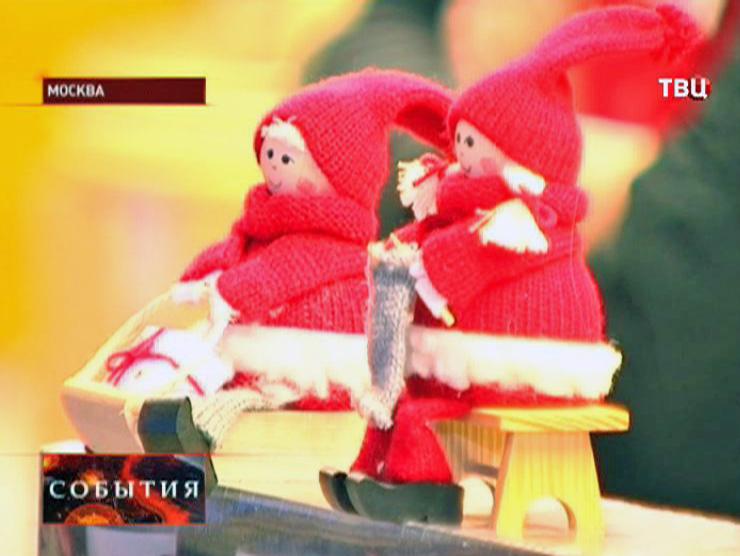 Игрушки на рождественской ярмарке в Москве