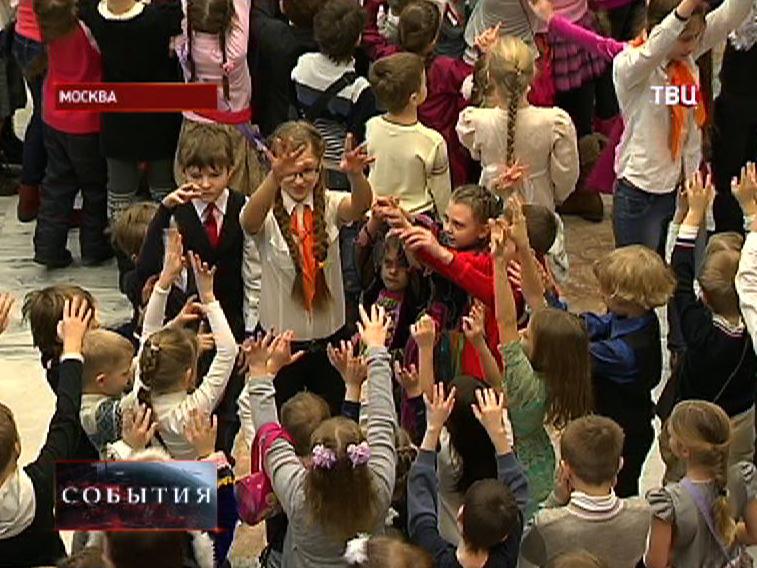 Дети на новогодней елке в Москве
