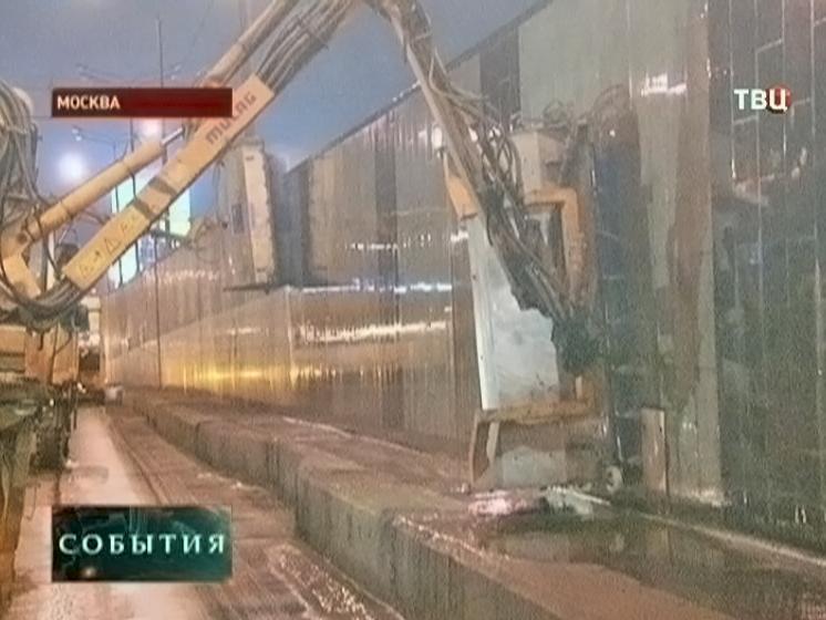 """На улицах Москвы проводят """"влажную уборку"""""""