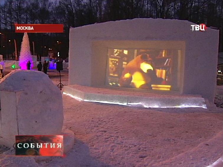 Кинотеатр из снега открылся в Измайловском парке