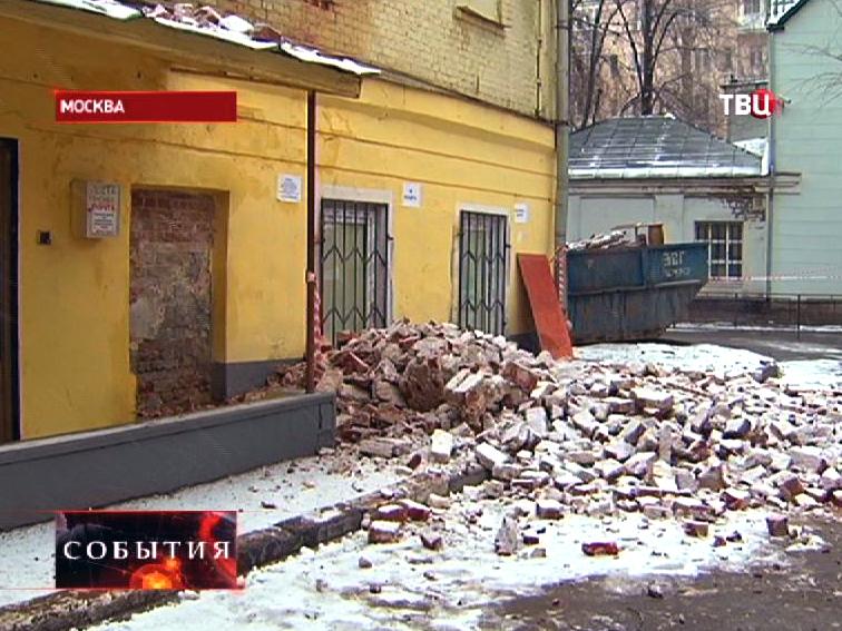 Обрушение ветхого здания