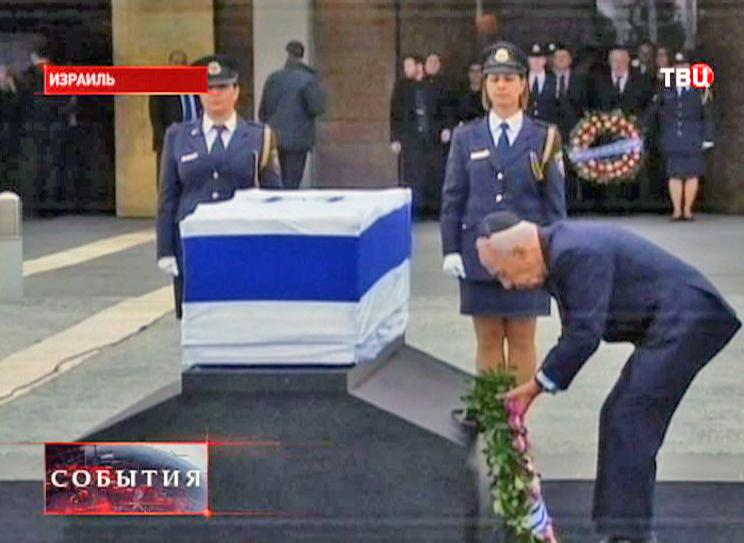 Ариэля Шарона похоронят рядом с женой в пустыне Негев