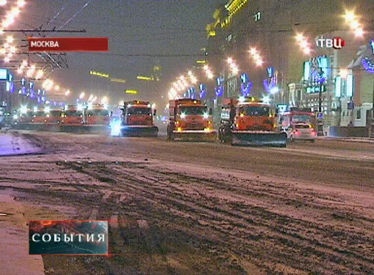 Снегоуборочная техника на улице Москвы