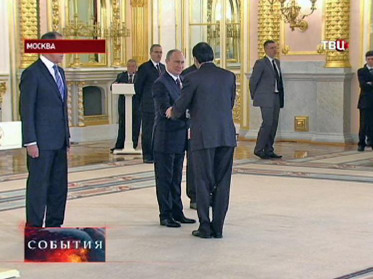 Владимир Путин принимает верительную грамоту