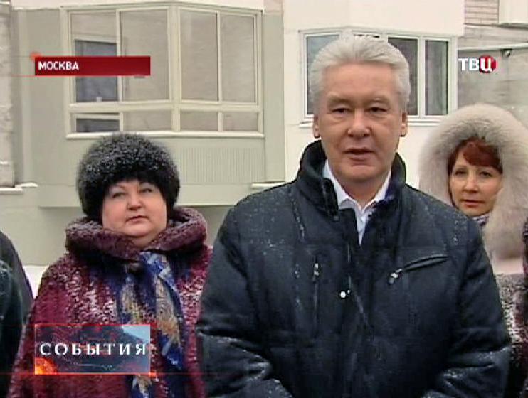 Сергей Собянин с новоселами в Медведкове