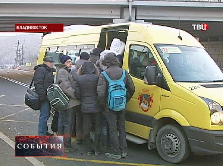 Нехватка автобусов для перевозки людей во Владивостоке