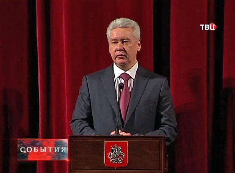 Сергей Собянин поздравляет депутатов Мосгордумы